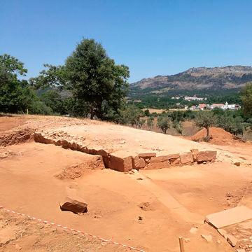 Investigadores do Centro de Arqueologia da Faculdade de Letras participam na descoberta de novo anfiteatro romano em Portugal